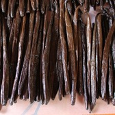 Vanille fraiche en gousses, poids: 480 grammes sous vide.