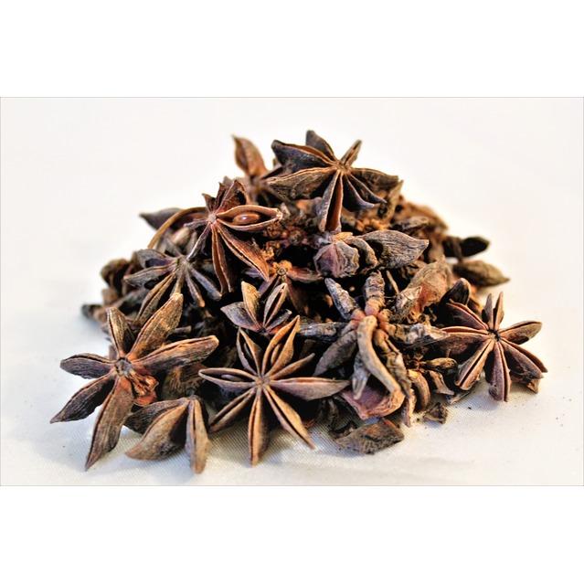 Anis étoilé badiane dans pot en verre 50 grammes, 100% naturel, sans additif ni conservateur.