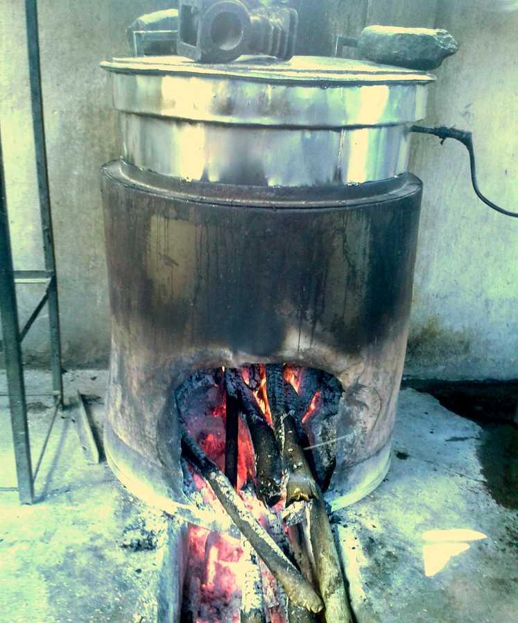 Distillation de l'huile essentielle de la fleur d'ylang-ylang